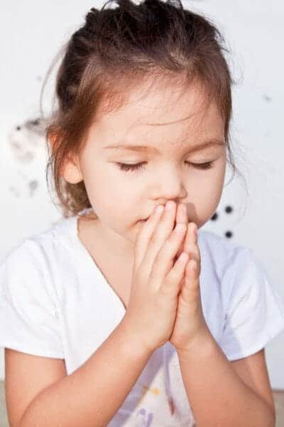 2 year old girl praying