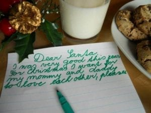 Note to Santa asking for mommy and daddy to love each other.